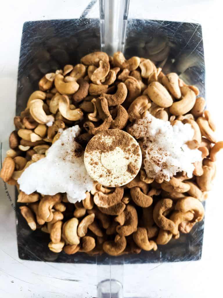 Cashews, coconut oil, cinnamon and salt in blender